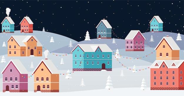 Зимний городской пейзаж ночью со снегом, падающим в канун нового года. снежный город среди сугробов и новогодних елок с праздничными гирляндами.