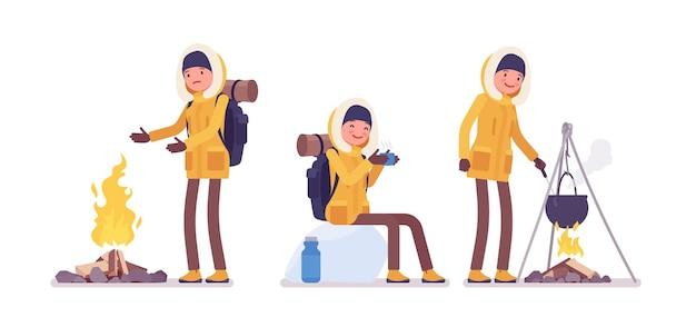 겨울 하이킹 여자 야외 캠프 활동을 즐길 수