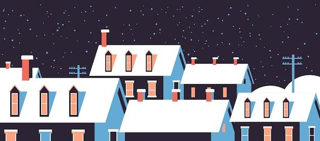 지붕에 눈이 겨울 주택 밤 눈 덮인 마을 거리 메리 크리스마스 인사말 카드 평면 수평 근접 촬영 벡터 일러스트 레이 션