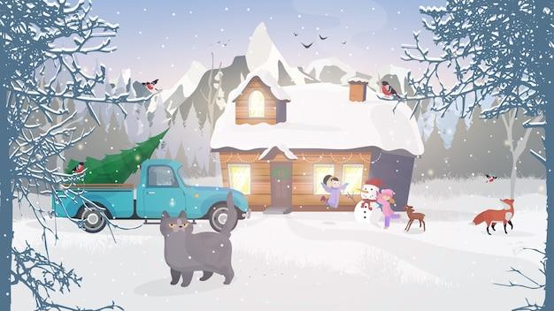 山の冬。雪に覆われた森の家。クリスマスのコンセプト。