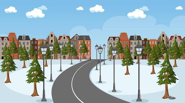 공원을 통해 마을로 긴 도로가 있는 겨울 시즌 장면