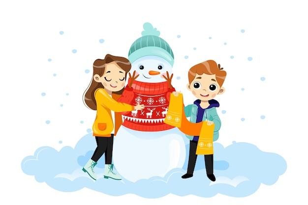 キャラクターと漫画フラットスタイルの冬のシーンのベクトルイラスト。ジャンパーと帽子で笑顔の雪だるまを抱き締める男性と女性の子供たち。グラデーションでカラフルなメリークリスマスキッズプラカード。