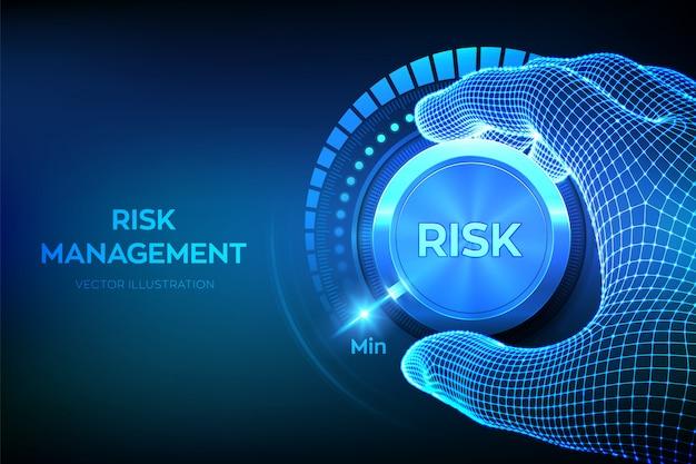Каркасная рука поворачивает кнопку регулятора уровня риска на фоне минимальной позиции