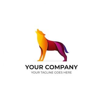 オオカミのカラフルなロゴデザイン