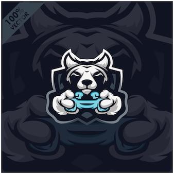 Волк геймер держит игровую приставку джойстик. дизайн логотипа талисмана для команды киберспорта.