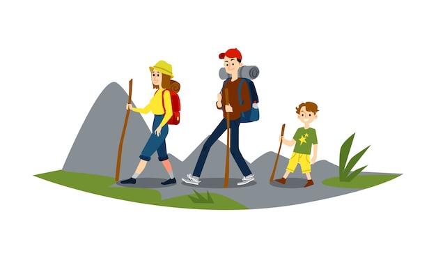 女性と少年はハイキングに従事しています