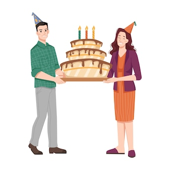 Женщина и мужчина, держащий торт ко дню рождения со свечами
