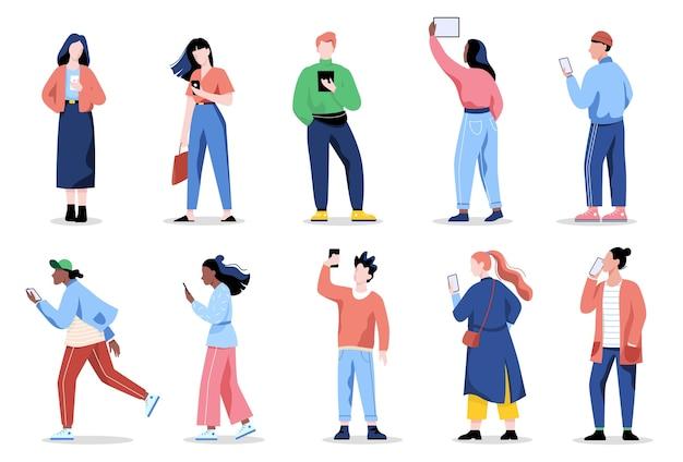 女と男の携帯電話セット。スマートフォンを保持している女性と男性のキャラクターのコレクション。図