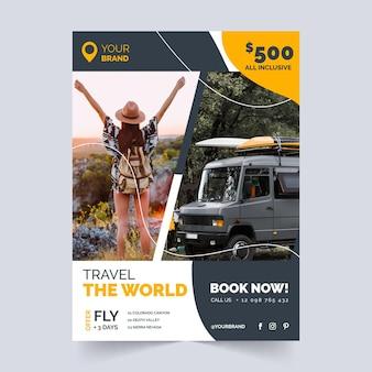 Флаер о продаже путешествия женщина и фургон Бесплатные векторы