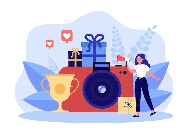 Женщина объявляет победителя фотоконкурса в мегафон. крошечная девушка, стоящая возле золотой кубок чемпиона, фотоаппарат фотографа. лучшая концепция фотографии для баннера, дизайна веб-сайта или целевой веб-страницы