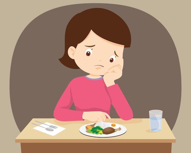 食べ物に飽き飽きしている女性