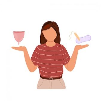 Женщина выбирая между менструальной чашкой и прокладками
