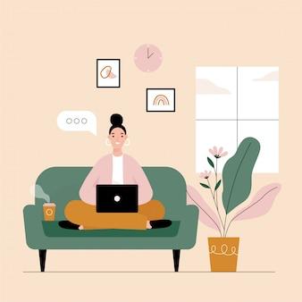 집에서 노트북에서 일하는 여자 프리랜서.