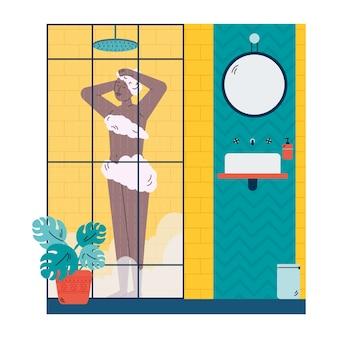 Женщина, принимающая душ