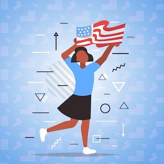 アメリカの国旗を保持している女性の黒人の生活問題の人種差別反対キャンペーン