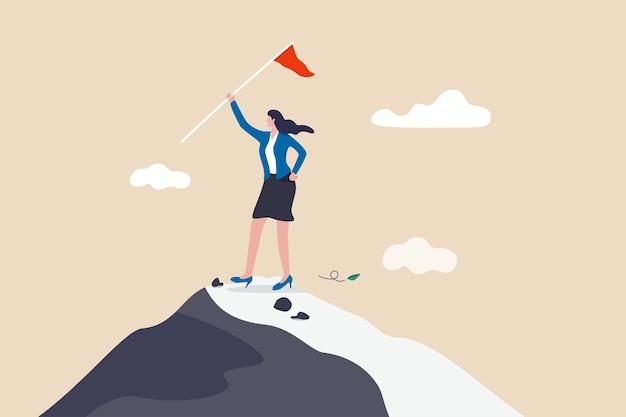 Женщина держит флаг победителя на вершине горы