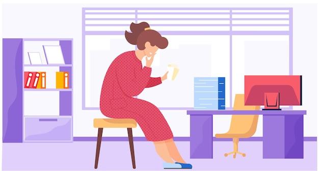 Женщина в красном платье сидит на табурете у большого окна и работает с данными.