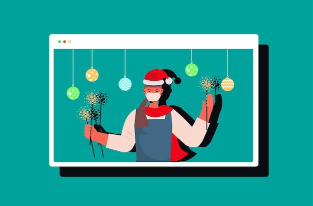 線香花火を保持しているサンタ帽子の女性新年クリスマス休暇お祝い女の子ウェブブラウザウィンドウで楽しいオンラインコミュニケーションの概念水平図