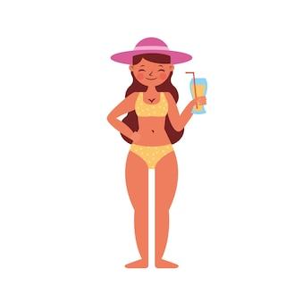 白い背景の上に分離されたジュースと水着の女性