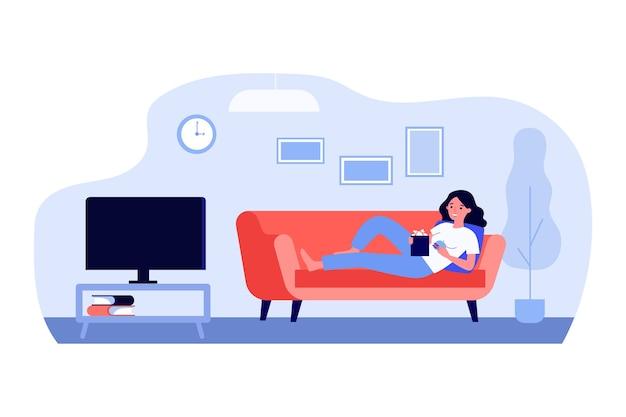 Женщина лежит на тренере и смотрит фильм в плоском дизайне