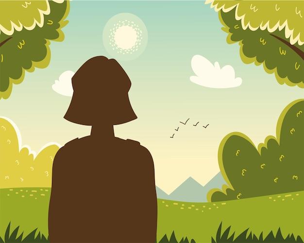 Женщина смотрит в лес