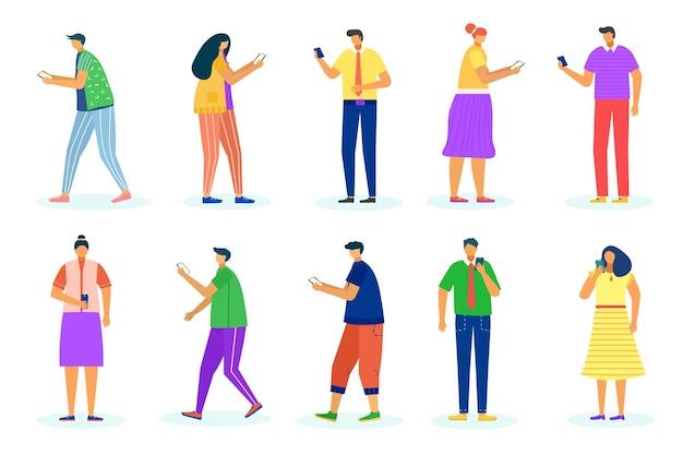 女性男性はガジェットセット、ベクトルイラストを使用します。フラットな人のキャラクターがインターネットで話し、女性の男性がスマートフォンを持っています。モバイルメッセージ