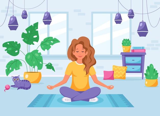 居心地の良いモダンなインテリアで蓮華座で瞑想する女性
