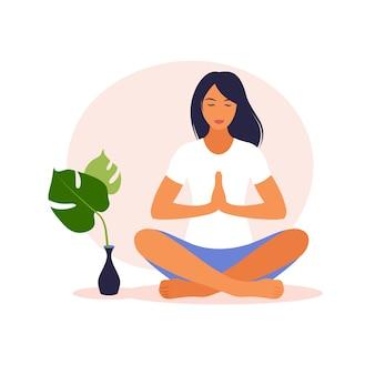 自然の中で瞑想している女性。瞑想の概念、リラックス、レクリエーション、健康的なライフスタイル、ヨガ。蓮華座の女性。ベクトルイラスト。