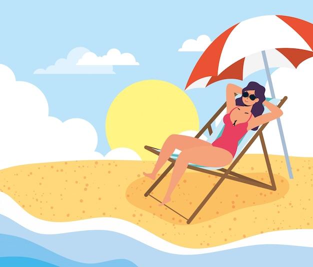ビーチの夏の休暇シーンの女性