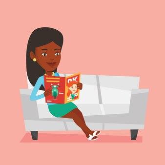 Женщина читает журнал на диване иллюстрации