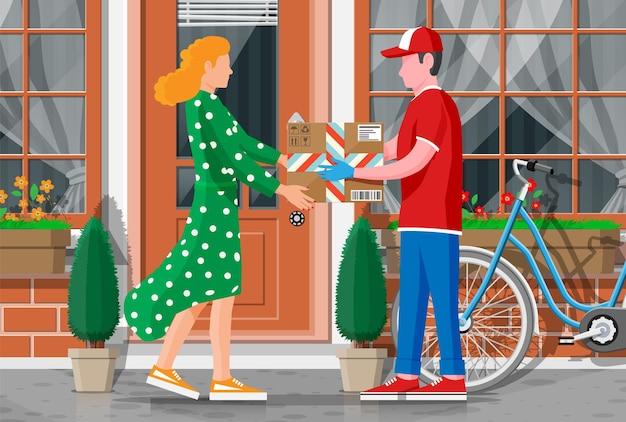 여자는 남자에게서 골판지 상자를받습니다. 택배 캐릭터는 소포를 손에 쥐고 있습니다.