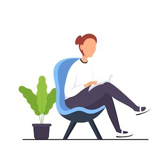 책을 읽고 의자에 편안한 여자