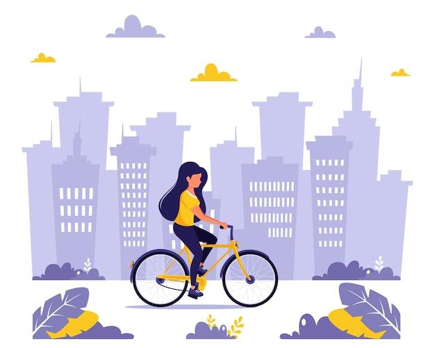 市内で自転車に乗る女性。健康的なライフスタイル、スポーツ、野外活動の概念。フラットスタイルのイラスト。