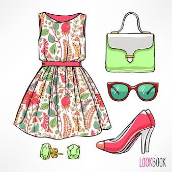 여자의 여름 복장. 드레스 및 액세서리.