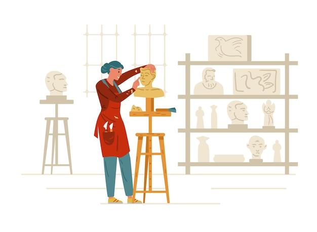 Женщина-скульптор, делая статую в мастерской интерьера ремесленника женского персонажа