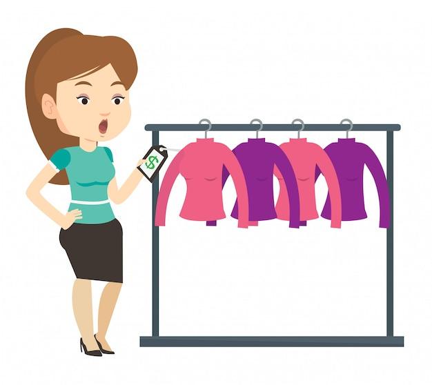 衣料品店の値札にショックを受けた女性。