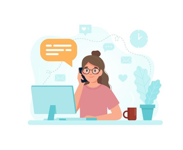 Женщина сидит за столом с компьютером, отвечая на звонок.