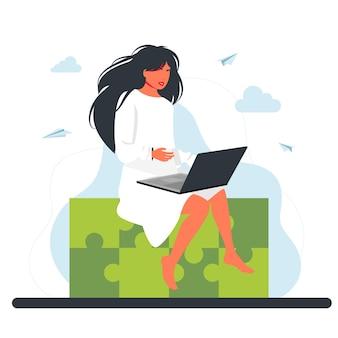 巨大なジグソーパズル要素に座っている女性。ビジネスコンセプト。ビジネスコンセプトにおける創造的なアイデアの統合、問題とタスクの解決策。ラップトップで座っている働く女性。フリーランスのリモートワーク