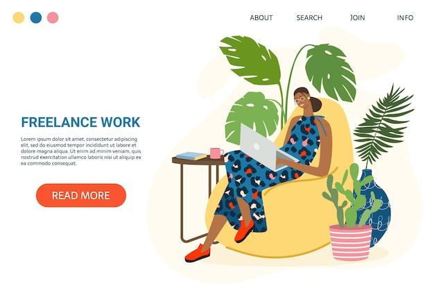 랩톱 컴퓨터와 함께 소파에 앉아 가정에서 일하는 여자. 프리랜서 작업 및 편리한 직장 배너입니다. 정원 테라스 인테리어. 원격 작업, 온라인 학습, 교육 개념, 원격 작업.