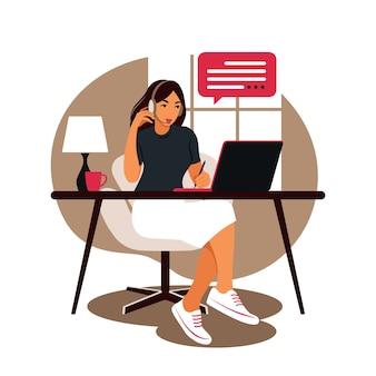 노트북 및 휴대 전화와 함께 테이블에 앉아 여자입니다. 컴퓨터에서 작업. 프리랜서, 온라인 교육 또는 소셜 미디어 개념. 개념 공부. 플랫 스타일.