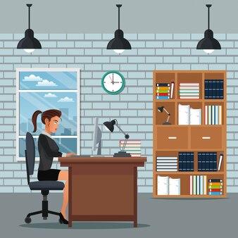 여자가 앉아 작업 책상 책장 시계 벽 벽돌