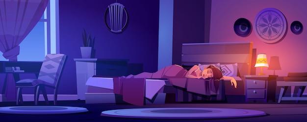 La donna dorme nel letto in interni boho di notte
