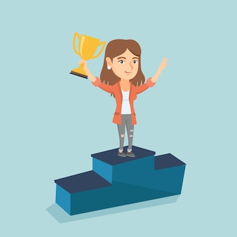 ビジネス賞の台座の上に立っている女性。