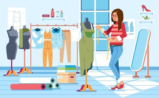 Портной женщина измеряет платье в бюст одежды