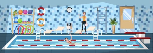 スイミングプールでトレーニングの女性。ジムのインテリア