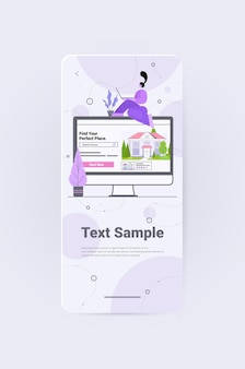 Женщина использует компьютерное приложение для поиска домов для аренды или покупки онлайн концепции управления недвижимостью вертикальное полноразмерное пространство для копирования