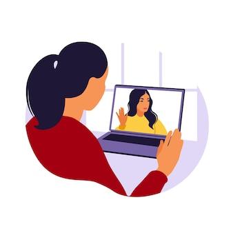 Женщина, использующая компьютер для коллективной виртуальной встречи и групповой видеоконференции. человек на рабочем столе в чате с друзьями в интернете. видеоконференция, удаленная работа, концепция технологии.