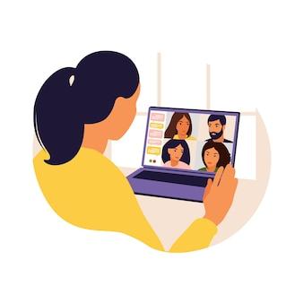 집단 가상 회의 및 그룹 화상 회의를 위해 컴퓨터를 사용하는 여성. 온라인 친구와 채팅하는 데스크톱에서 남자. 화상 회의, 원격 작업, 기술 개념.