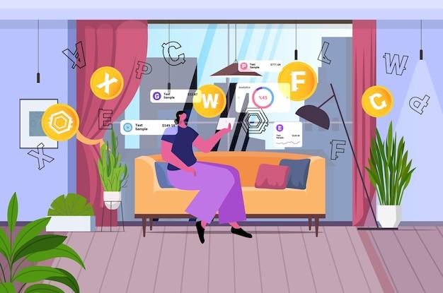 タブレットpcで暗号通貨マイニングアプリケーションを使用している女性仮想送金アプリ銀行取引デジタル通貨の概念リビングルームインテリア水平全長ベクトルイラスト