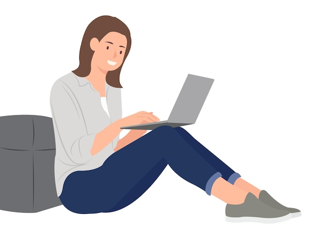 Женщина, используя ноутбук, сидя на полу.